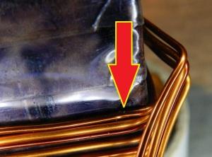 Figura 9 – Esforço a que a fiação de cobre fica submetida nas arestas dos transformadores toroidais de seção retangular.