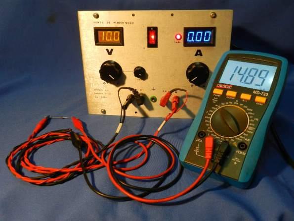 Figura 1 – Fonte em uso como testador de diodos zener.