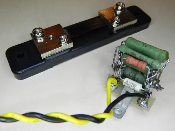 Figura 10 – Shunt original de 50 A e resistores de fio formando um shunt para 10A. Foi trabalhoso construí-lo...
