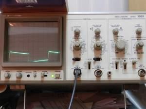 Figura 107 – Alteração da tensão sobre a carga, com cabos finos na fonte de PC, frequência de teste 40Hz.
