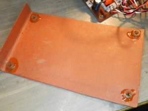 Figura 112 – Detalhe da placa de fibra colocada embaixo da placa de circuito impresso.