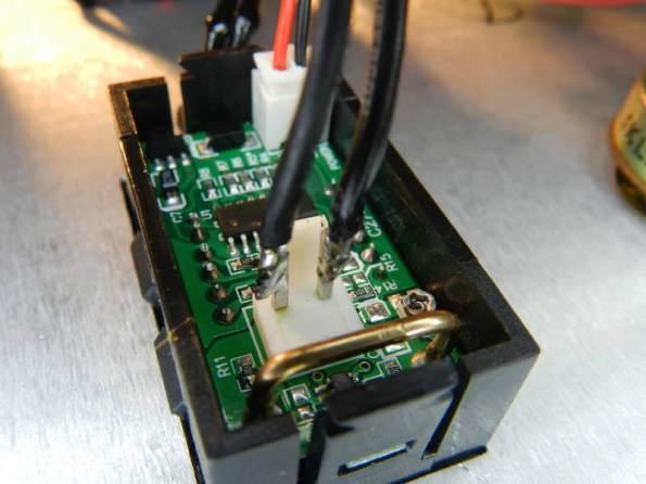 Figura 15 – Ligação do amperímetro com solda, evitando o conector.