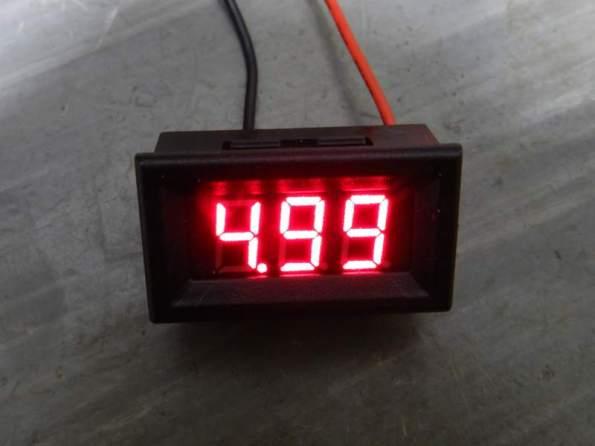 Figura 16 – Voltímetro miniatura com 5V de tensão na entrada.