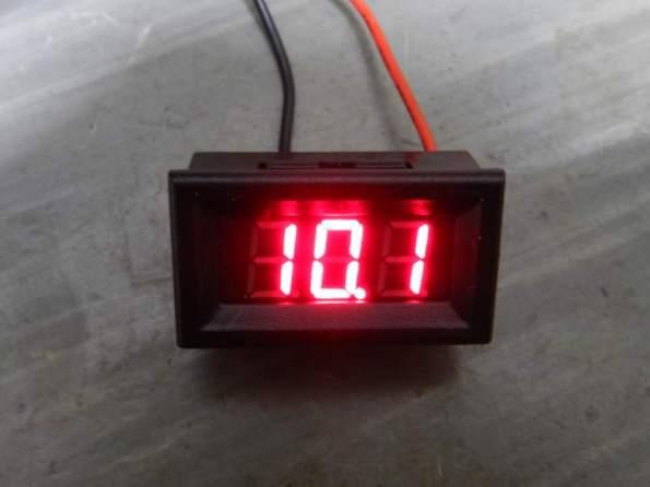 Figura 17 – Voltímetro miniatura com 10V de tensão na entrada – cuidar a posição do ponto, que mudou.