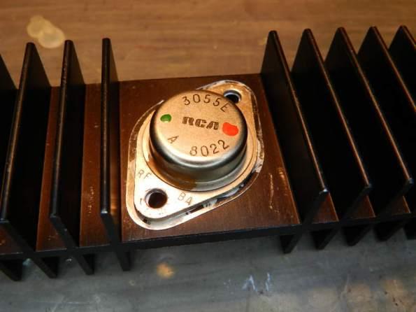 Figura 48 - Montagem do transistor TO-3 no dissipador.