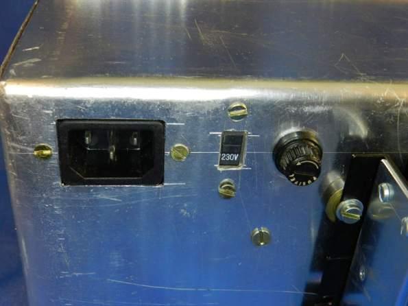 Figura 79 – Detalhe da tomada CA, junto da chave 110/220V e porta-fusível.