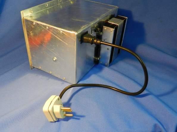 Figura 80 – Fonte com o cabo CA construído especialmente.