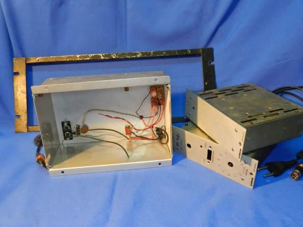 """Figura 81 – A primeira opção de gabinete, junto aos módulos Gradiente e o quadro padrão rack 19""""."""