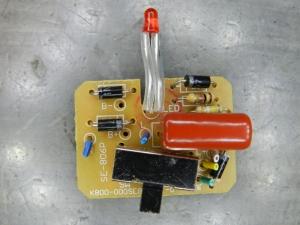 Figura 3 - Placa do circuito de carga da bateria, junto com a chave de acionamento dos LEDs.