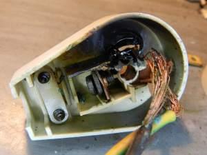 Figura 12 – Detalhe do aquecimento dos cabos do plugue.