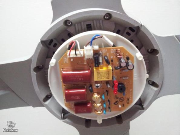 Figura 94 – Detalhe da localização da placa de controle do ventilador Panasonic. Fonte: Mudah [147].