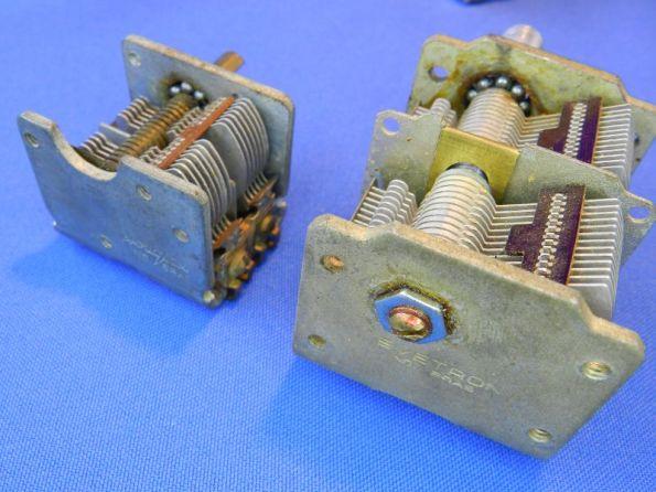 Figura 14 – Detalhe do parafuso de ajuste da posição do rotor, que é inexistente no capacitor variável menor.