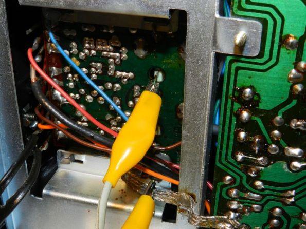 Figura 23 – Ligação das garras da lâmpada série, em um componente não removido do aparelho.