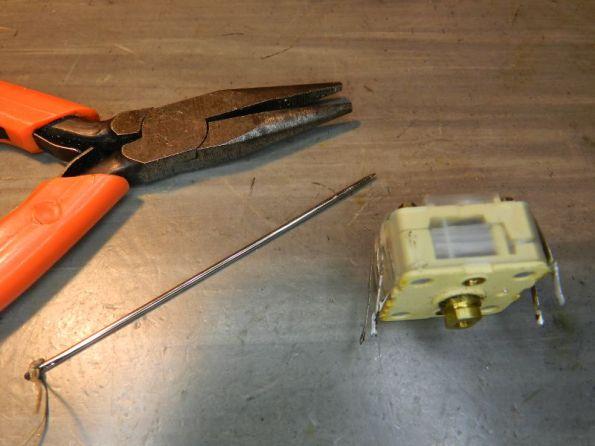 Figura 29 – Ferramentas para trabalhar com capacitores variáveis plásticos.