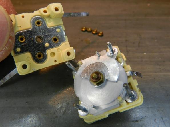 Figura 36 – Vista interna do capacitor variável. NÃO MEXA MAIS NO EIXO.