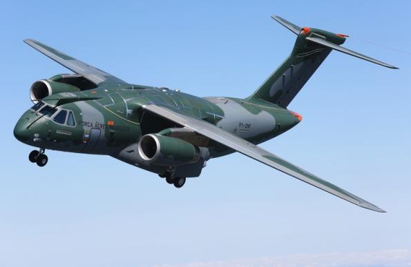 Figura 1 – Embraer KC-390 em vôo. Fonte: Portal Defesa [1].