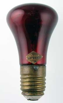 Figura 45 – Lâmpada Shelby,, de 1900, uma das primeiras sem a rebarba (o bico) na ampola de vidro (tipless). Fonte: SparkMuseum [136].