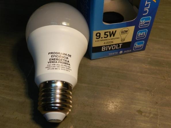 Figura 119 – Aparência da lâmpada, observar o aviso de proibição de venda na lâmpada.