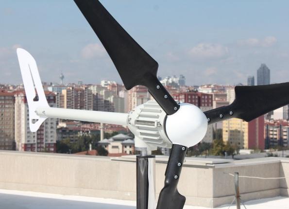 Figura 120 – Gerador eólico Breeze no alto de um prédio de apartamentos. Fonte: e-Bay [362].