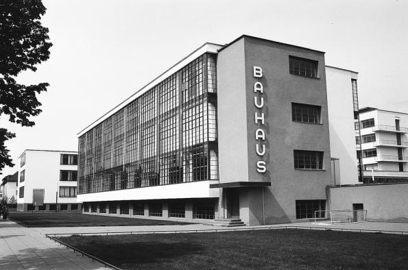 Figura 126 – Prédios da Bauhaus, em Dessau, Alemanha. Fonte: Flickr [404].