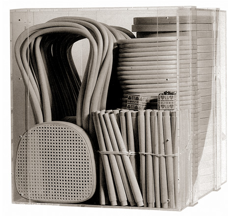 Figura 132 – Caixa de 1 metro cúbico, com 36 cadeiras Thonet 214. Fonte Thonet [411].
