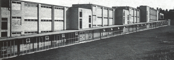 Figura 138 – Vista de parte dos corredores da Escola Sindical de Bernau. Fonte: Fonte: The City as a Project [415].