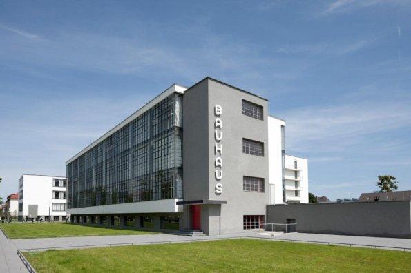 Figura 142 – Bauhaus-Dessau, aparência do prédio na atualidade. Fonte: Bauhaus Dessau Foundation [427].