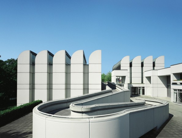 Figura 143 – Bauhaus-Archiv de Berlim, prédio projetado em 1964 por Walter Gropius. Fonte: Karsten Hintz, Sofitel Berlin Kurfürstendamm [428].