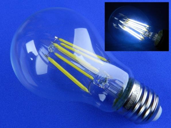 Figura 57 – Lâmpada de filamento LED de 6W, de origem chinesa, bivolt, não dimerizável, sem pescoço, cor branca fria (6500K), com filamentos LED de base cerâmica. No detalhe, a lâmpada ligada.