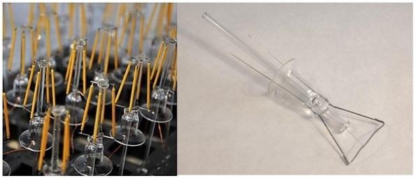 Figura 58 - Suportes centrais de vidro, já com os filamentos LED. As peças de vidro são muito semelhantes às que apoiam os filamentos incandescentes (direita). Fontes: MiniInTheBox [158] e Prakash [158a].