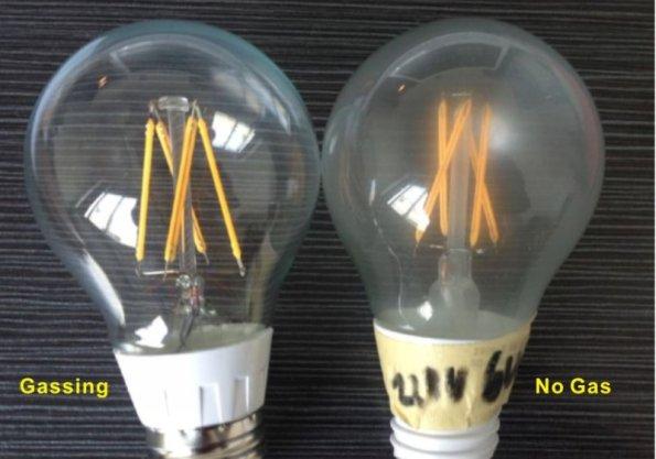 Figura 59– Diferenças entre lâmpadas de filamento LED com gás (E) e com ar comum (D). Fonte: YunSun [28].