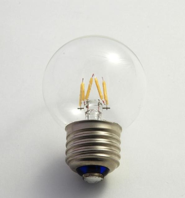 Figura 64 – Primeiro modelo de lâmpada de filamento LED, da USHIO japonesa. Fonte: Nikkei Technology [166].