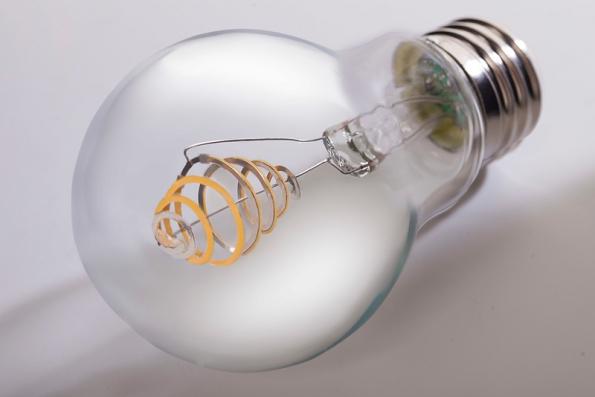 Figura 70 – Lâmpada de filamento LED em espiral, modelo SIMBULB. Fonte: SIMLighting [199].