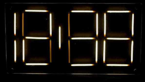 Figura 81 – Display de filamentos LED. Fonte: Electricstuff [24] (referências parte 1).