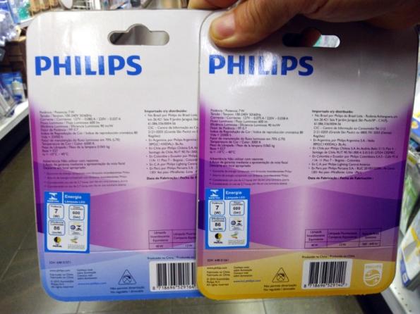 Figura 2 – Lâmpadas LED certificadas Philips, à venda em gôndola de supermercado.
