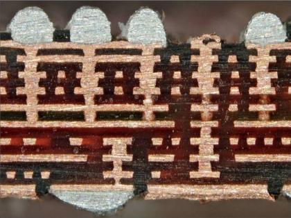 Figura 20 – Corte de placa de circuito impresso de iPhone 4. Fonte: Mobilarena [3].