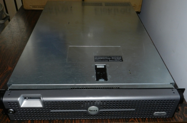 Figura 4 – Vista superior do Dell 2950, fechado.