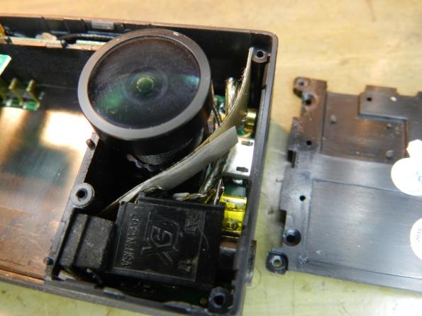 Figura 25 – Antena do WiFi reposicionada. Neste ponto, a câmera está pronta para ser remontada.