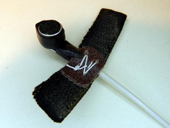 Figura 48 - Microfone pronto, montado no suporte de velcro.
