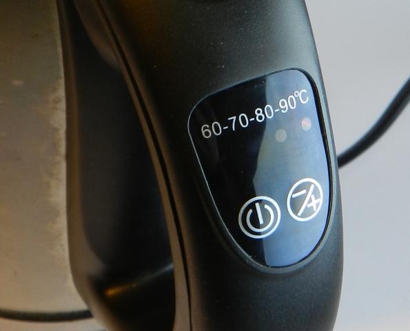 Figura 2 – Botão de liga/desliga (esquerdo) e de ajuste de temperatura (direito).
