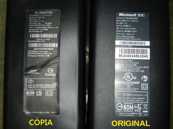 Figura 2 – Etiquetas de fontes para o XBOX 360 S. A da direita é o original, a da esquerda é a cópia, de marca desconhecida e bivolt automático.