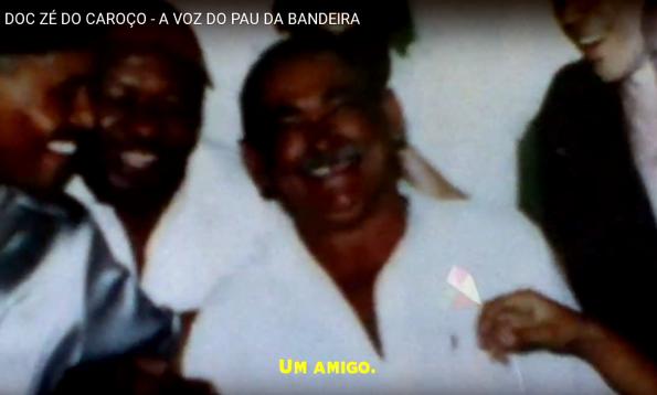 """Figura 1 – Zé do Caroço, ao centro. Fonte: Documentário """"A Voz do Pau da Bandeira"""" [1]."""