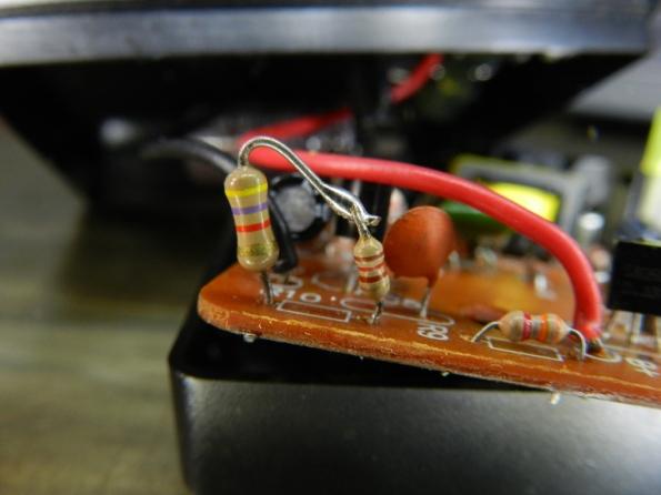 Figura 13 – Resistores R9 e R10, este último alterado com a inclusão de outro de 120 ohm.