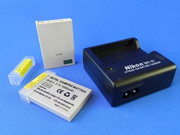 """Figura 1 – Carregador """"Nikon"""" MH-61 e baterias EN-EL5."""