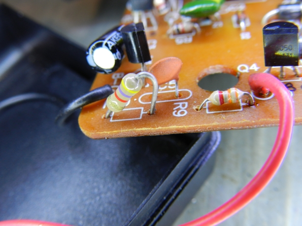 Figura 13 – Resistores R9 e R10, este último alterado.