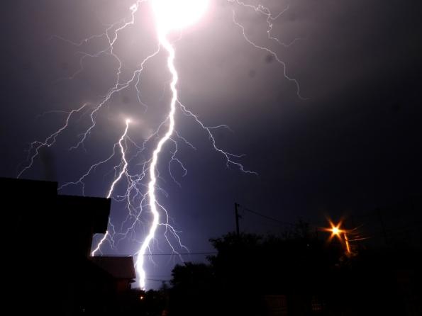 Fig. 25 – Noite de raios em 30 de agosto de 2014, em Santa Cruz do Sul/RS.