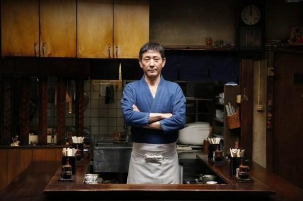 """Fig. 3 – Kaoru Kobayashi, o """"Mestre"""" da série Jantar da Meia-noite (Midnight Dinner). Fonte: Peach no Japão [6]."""