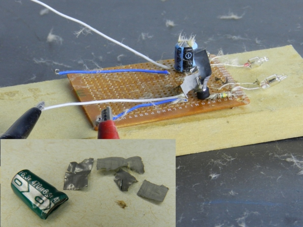 Fig. 7 – Estado dos capacitores após a explosão mostrada no vídeo acima.