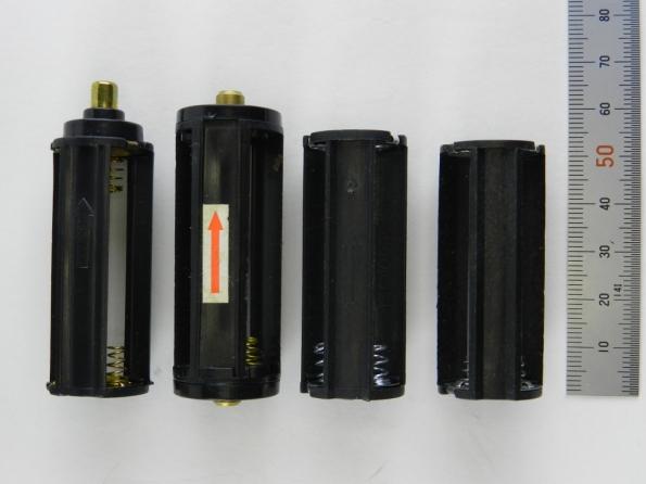 Fig. 12 – Soquetes monobloco para 3 pilhas palito (AAA), que são ligadas em série e entregam 4,5V.