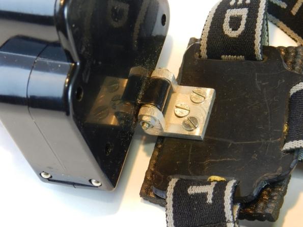 Fig. 5 – Detalhe da articulação consertada com um pedaço de perfil de alumínio em U.